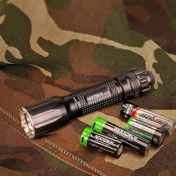 Tactical Taschenlampe mit Glasbrecher (Multi-Batterie-Design)