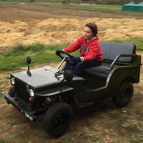 Willys Jeep 110 ccm für Kinder mit Benzinmotor und Automatikgetriebe, gefedert