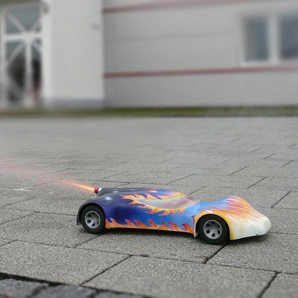 Raketenbetriebenes Modellauto