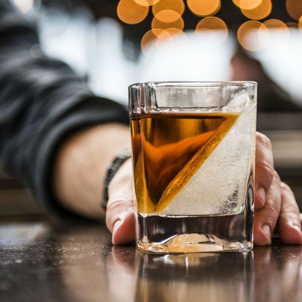 "Whiskey Glas ""On the rocks"""