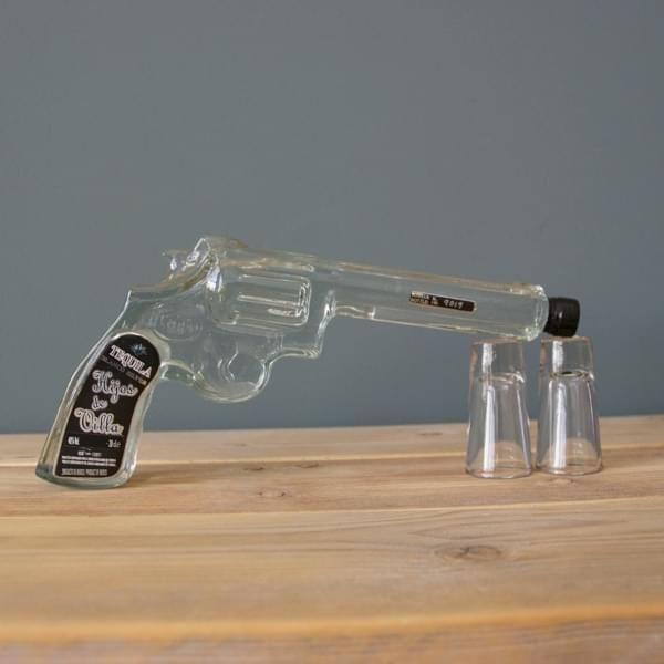 Weißer Tequila in Pistolenflasche inkl. 2 Shotgläser